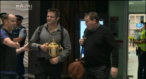 Video for Fans packed to rafters to welcome home All Blacks