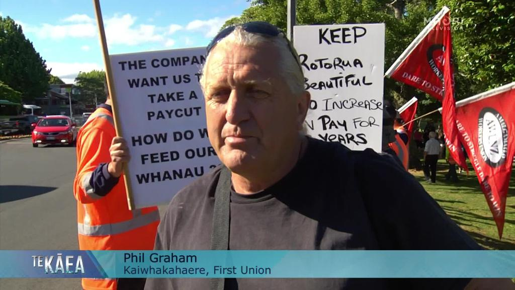 Video for 300-strong Rotorua marchers shut out from council meeting