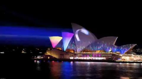 Vivid LIVE 2011: Lighting of the Sails - La Macular - 1:20