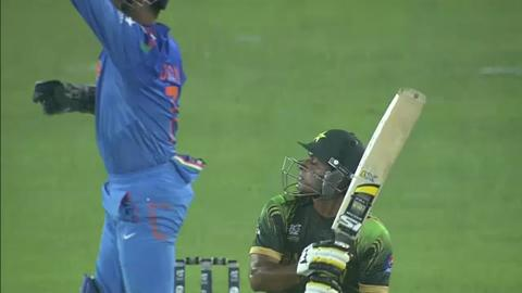M13: IND v PAK - Mohammad Hafeez Wicket