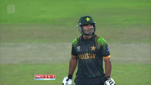 Warm-up: NZ v Pak - Mohammad Hafeez wicket