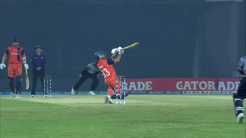 M4: UAE v NED - Peter Borren wicket