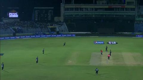 M15: ENG v NZ - Eoin Morgan Wicket