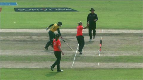 SF2: England Women v South Africa women-Dane van Niekerk Wicket