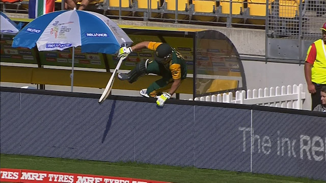 David Miller's unusual entry at CWC 15