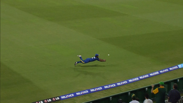 Kushal nearly grabs a Stunner!
