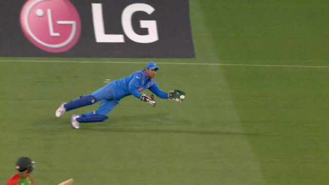 MS Dhoni's one-handed diving catch at CWC15