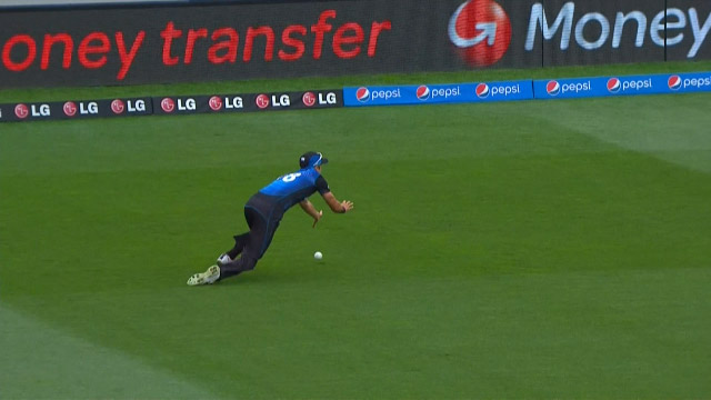New Zealand create early chances!