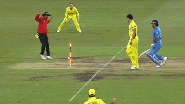Glenn Maxwell's brilliant run out of MS Dhoni at CWC15