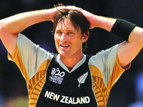 Shane Bond, Round The Wicket
