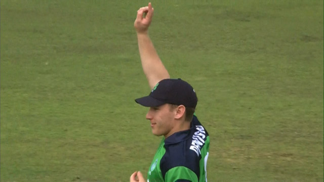Dennison's swooping run-out – IRE v IND
