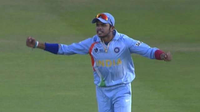 India beating Pakistan in final of WT20 Dhoni lifting trophy