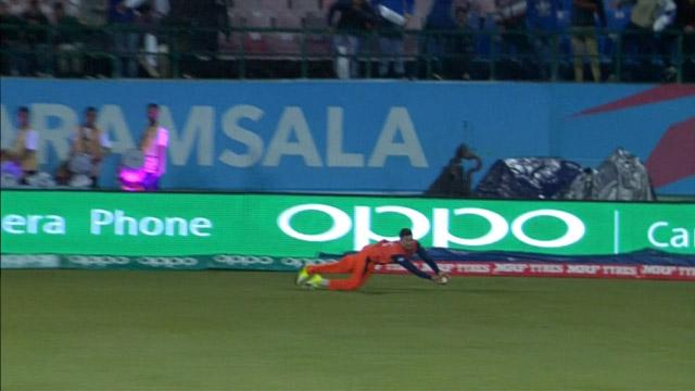 Pieter Seelaar takes a stunning diving catch