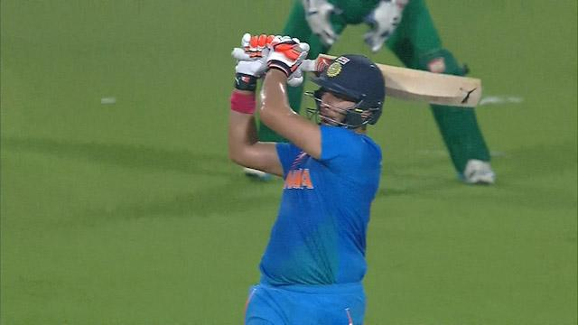 Yuvraj hits Wahab for 6!