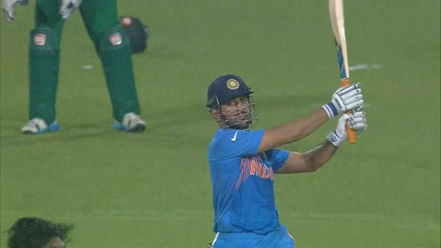 Dhoni's 6 sends the Eden Gardens crowd wild!