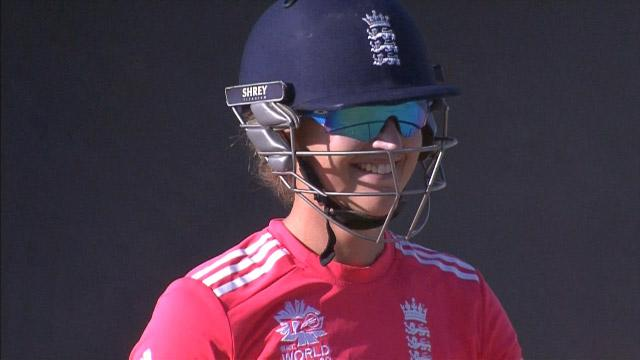 Sarah Taylor loses sight of the ball!