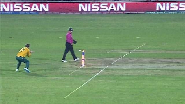 Roussouw swoops for brilliant run-out