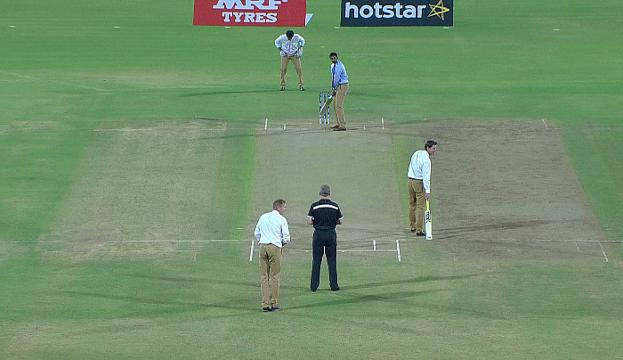 Commentators re-create Dhoni run-out!