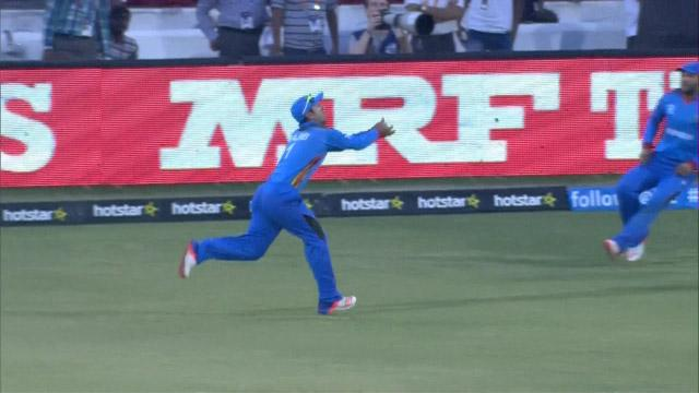 Najib takes outstanding full length catch in deep!
