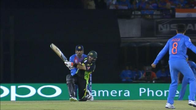 Glenn Maxwell's switch-hit for 6!