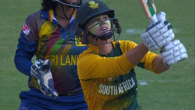Dane van Niekerk Hits a huge Six!