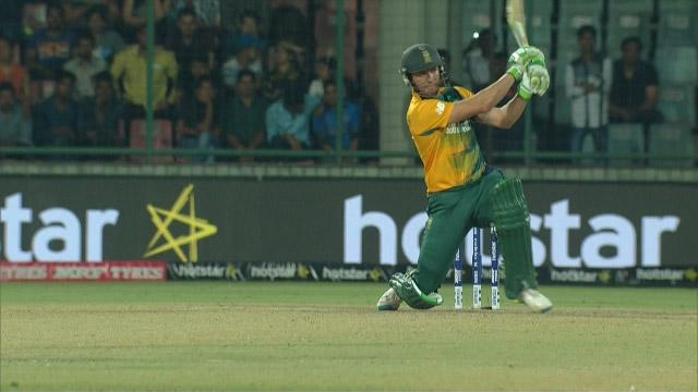 Crowd get what they want with AB De Villiers 6!