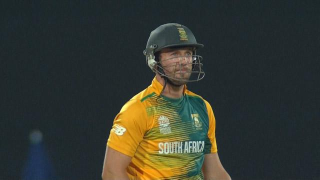 De Villiers smashes winning 6 out of the ground!