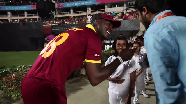 Darren Sammy makes a young girl's day
