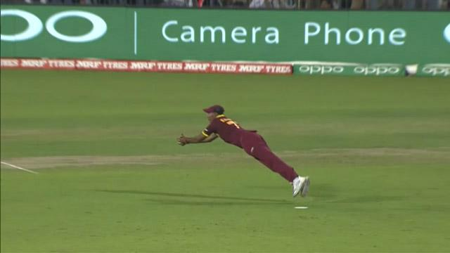 Samuel Badree holds onto amazing diving catch