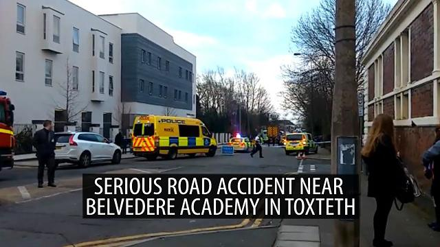 Serious road accident near Belvedere Academy in Toxteth - Footage from the scene