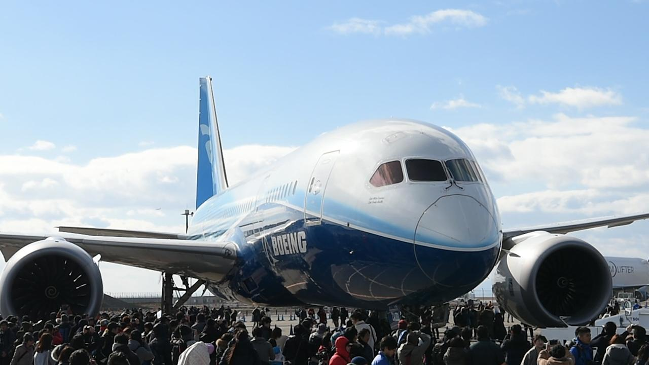 Plane buffs out in full force to see Boeing 787 towed at airport ...