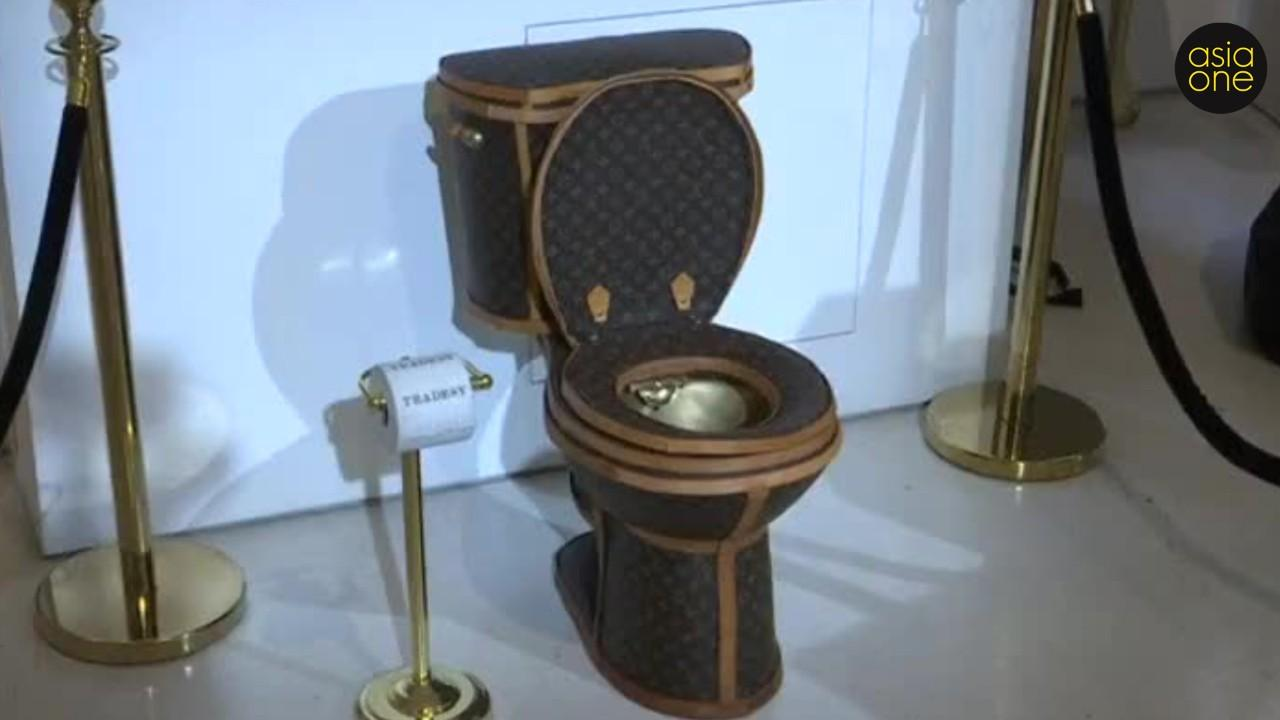 In the United States, a gold toilet covered with Louis Vuitton bags is sold for $ 100,000