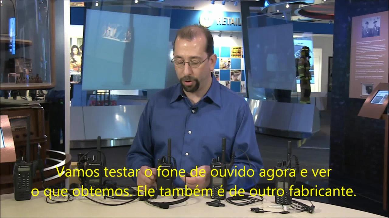 Demonstration of Non-Motorola Solutions Accessories Being Used with MOTOTRBO Radios - Portuguese